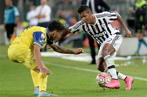 Juventus' Alex Sandro, right, and Chievo Verona's Lucas Castro fight for the ball during a Serie A soccer match between Juventus and Chievo Verona at the Juventus Stadium, in Turin, Italy, Saturday, Sept. 12, 2015. (AP Photo/Massimo Pinca)