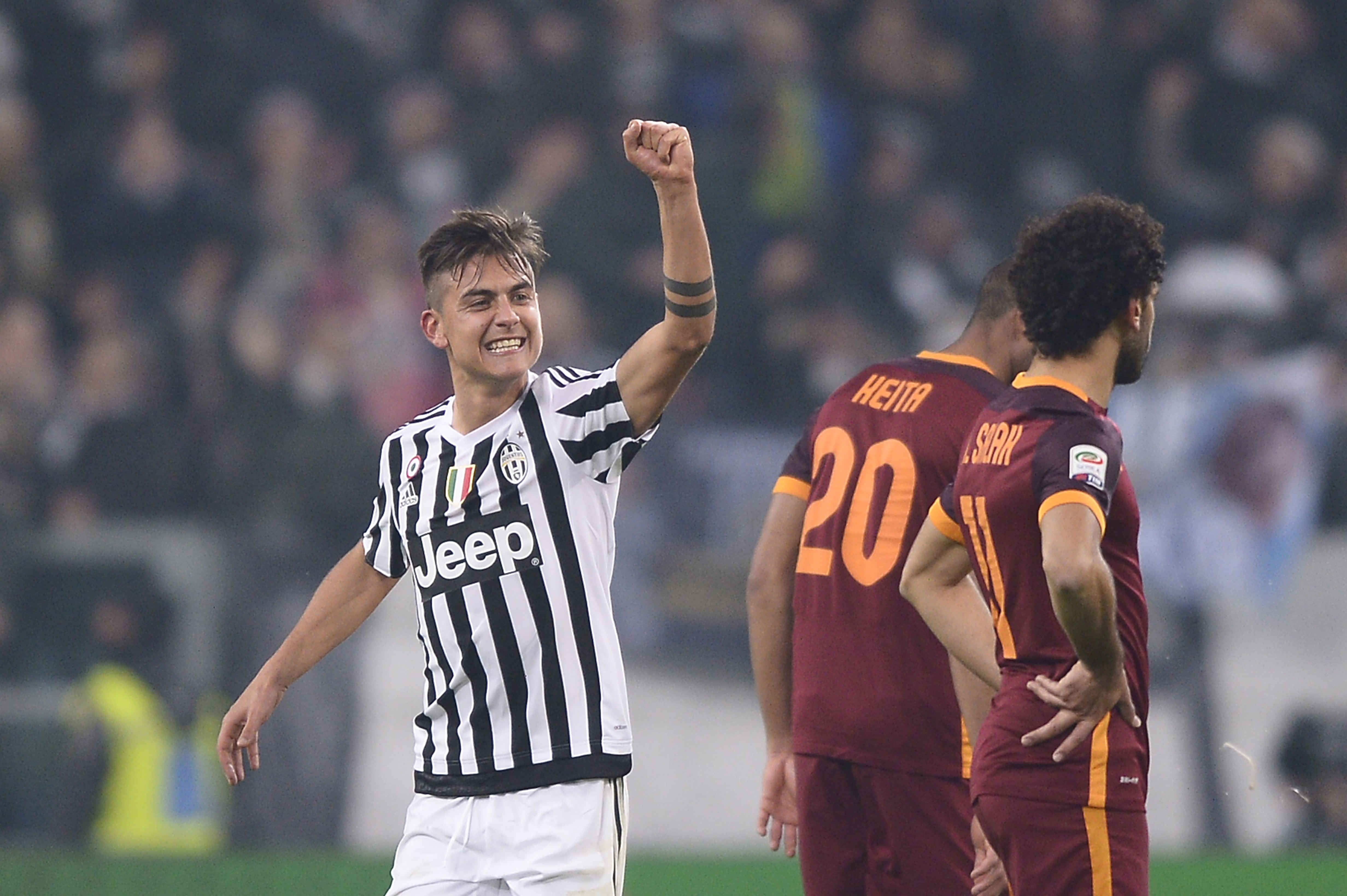 "Foto LaPresse - Fabio Ferrari 24/01/2016 Torino ( Italia) Sport Calcio Juventus Fc - Roma Campionato di Calcio Serie A TIM 2015 2016 - Stadio ""Juventus Stadium"" Nella foto: Dybala Paulo Exequiel (Juventus F.C.); esulta dopo rete Photo LaPresse - Fabio Ferrari 24 January 2016 Turin ( Italy) Sport Soccer Juventus Fc - Roma Italian Football Championship League A TIM 2015 2016 - ""Juventus Stadium"" Stadium In the pic: Dybala Paulo Exequiel (Juventus F.C.); celebrates"