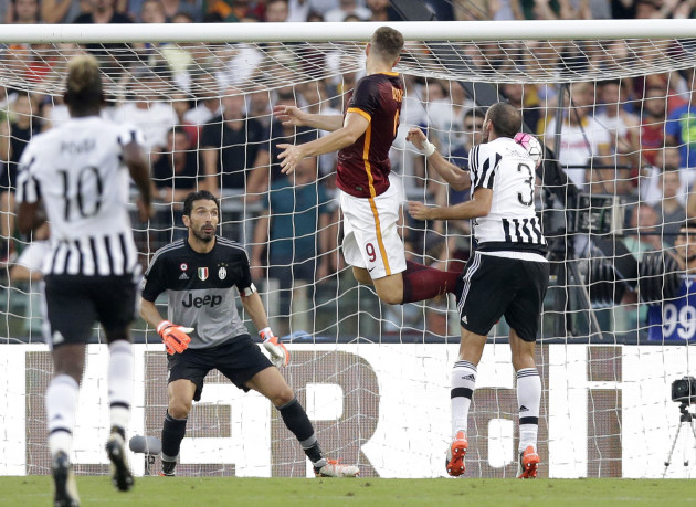 Roma's Edin Dzeko, second from right, scores during a Serie A soccer match between Roma and Juventus, at Rome's Olympic Stadium, Sunday, Aug. 30, 2015. (AP Photo/Andrew Medichini)